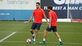 Busquets y Sergi Roberto en un entrenamiento con el Barcelona. Foto: fcbarcelona.es