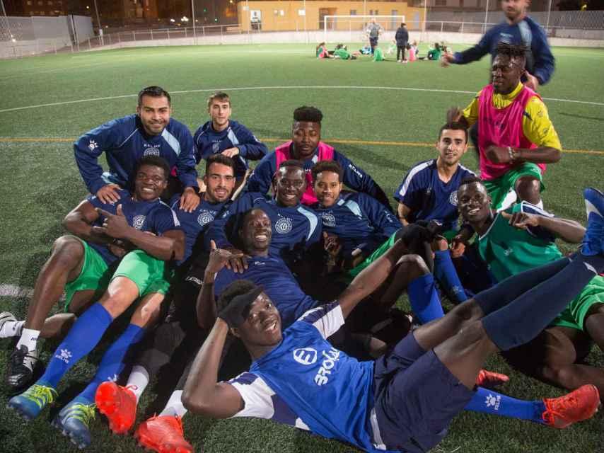 En la actual plantilla del Alma de África, compuesta por 25 jugadores, conviven ahora personas de 12 nacionalidades distintas.