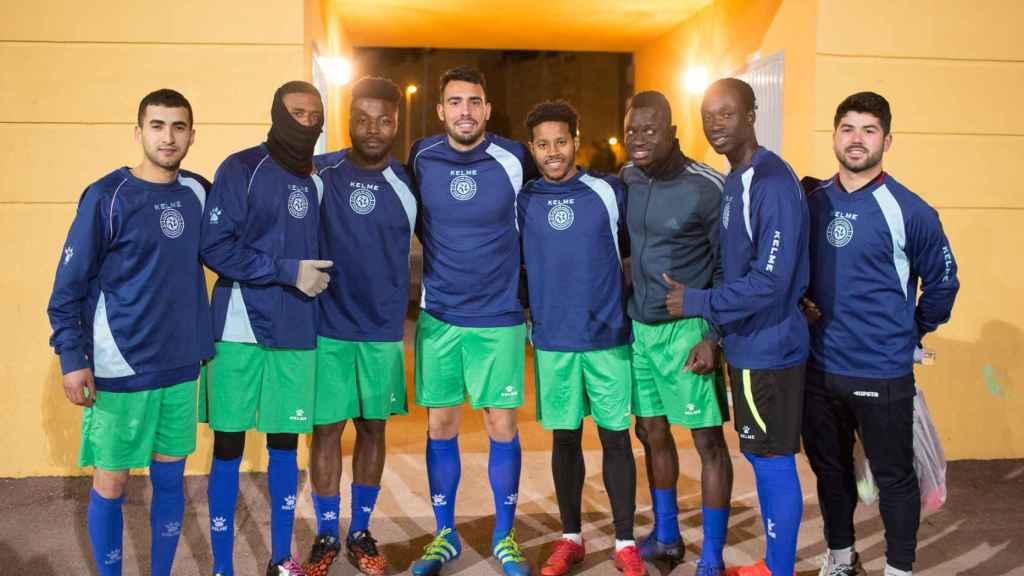 Parte de la plantilla del Alma de África, un equipo de fútbol que nació en 2015 del seno de un grupo de africanos que cada domingo se reunía a jugar sobre