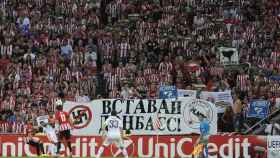 Pancarta en San Mamés en apoyo de las repúblicas autoproclamadas de Donbás.
