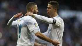 Cristiano Ronaldo saluda a Benzema.