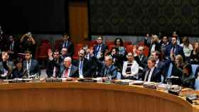 Representantes de los estados votan en la ONU