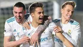 Manu Hernando, Reguilón y Dani Gómez celebran un gol con el Castilla