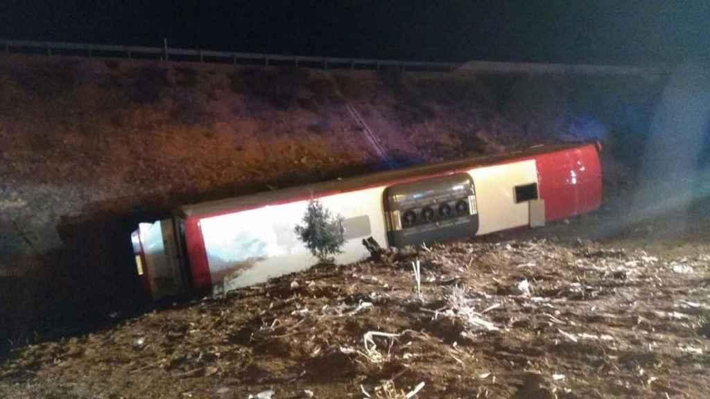 Imagen del accidente que ha sufrido un autobús a la altura de Lerma.