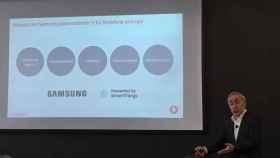 Antonio Coimbra, consejero delegado de Vodafone España, durante el lanzamiento de V-Home junto a Samsung.