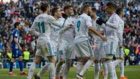 Los jugadores celebra el gol de Benzema. Foto: Pedro Rodríguez / El Bernabéu