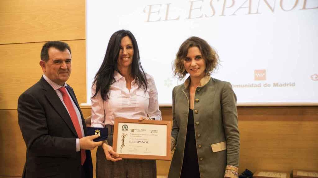 El presidente de la AEEPP, Arsenio Escolar, la consejera delegada de EL ESPAÑOL, Eva Fernández, y la viceconsejera de Presidencia y Justicia de la Comunidad de Madrid, Isabel Díaz Ayuso.