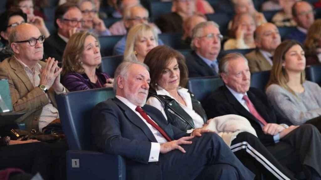 Jaime Mayor Oreja y Ana Botella (primera fila) durante la charla celebrada en Madrid.