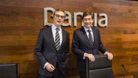 A la derecha, José Ignacio Goirigolzarri, presidente de Bankia, junto a José Sevilla, consejero delegado.