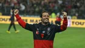 Giuly celebra un triunfo con el PSG. Imagen: Twitter (@Ludovic_Giuly)
