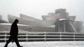 Bilbao amanece bajo una intensa nevada