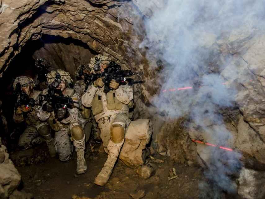 Entrenamiento de la Legión en zonas subterráneas.