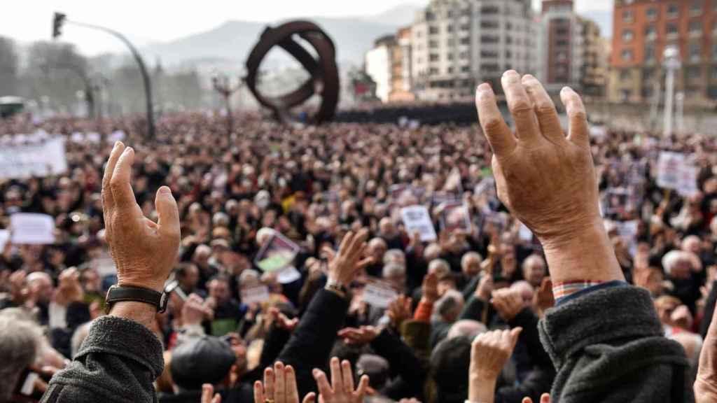 Pensionistas manifestándose en Bilbao por el futuro del sistema.