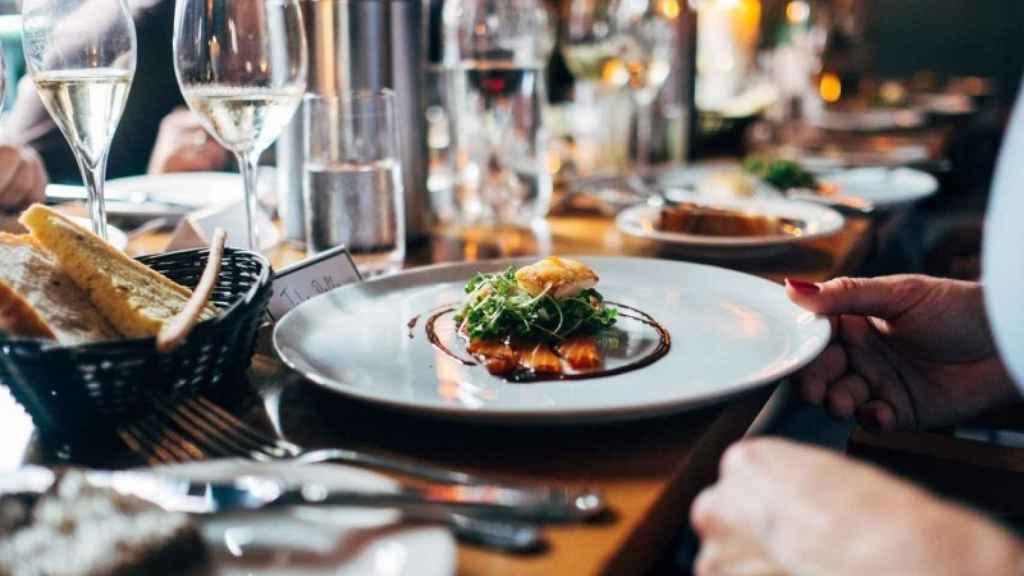 De Wansink es la idea de que comer en platos pequeños ayuda a controlar las calorías