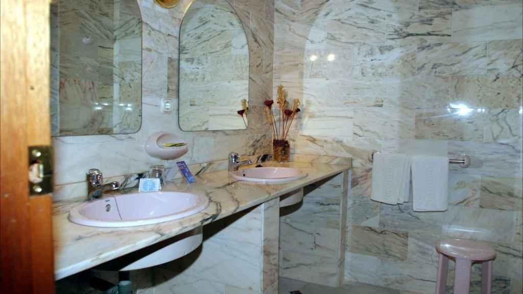 El cuarto de baño del que disfrutó la pareja en Almendralejo.