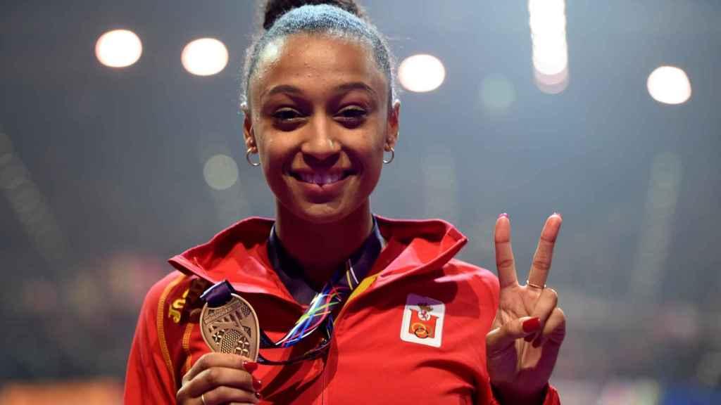Ana Peleteiro, con la medalla de bronce.