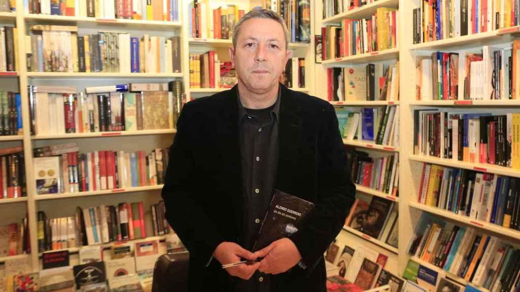 El escritor durante la presentación de su libro 'Un día sin comienzo'. GTRES.