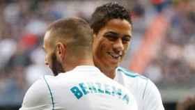 Benzema y Varane. Foto Twitter (@raphaelvarane)