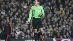 Felix Brych en un partido. Foto: uefa.com