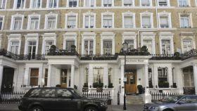 La fachada del hotel Mayflower en Londres.