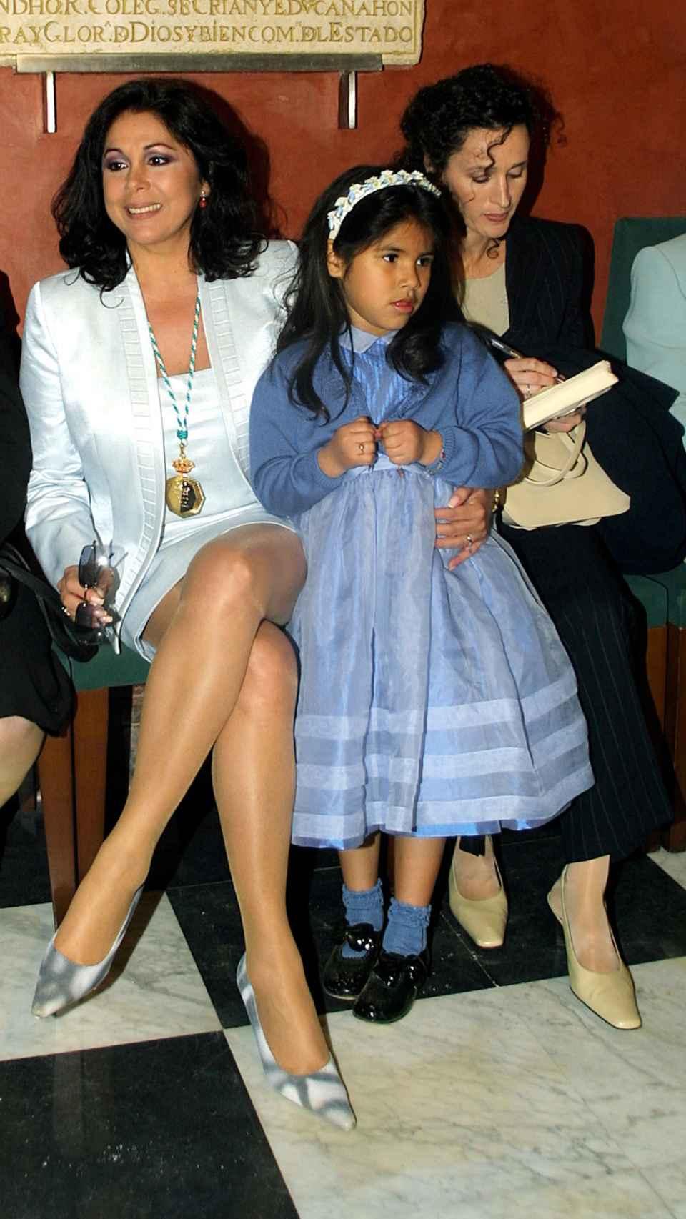 Isabel y su hija en 2002.