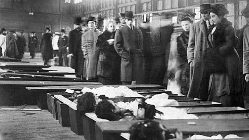Unas 140 mujeres murieron en la fábrica Triangle Shirtwais de Nueva York (Estados Unidos)