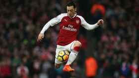 Özil, en un partido con el Arsenal. Foto: arsenal.com