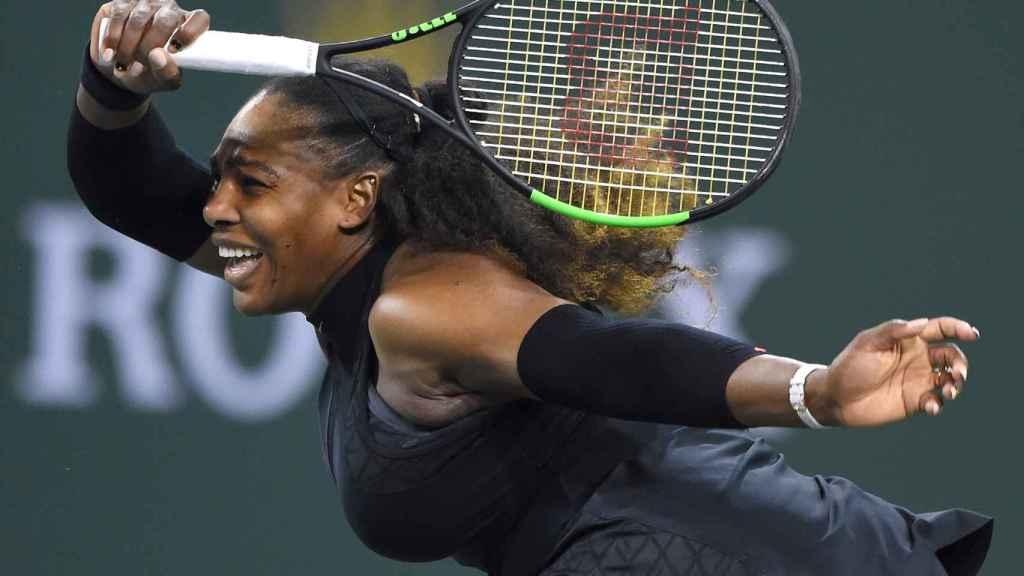 Serena, durante el partido ante Diyas en Indian Wells.