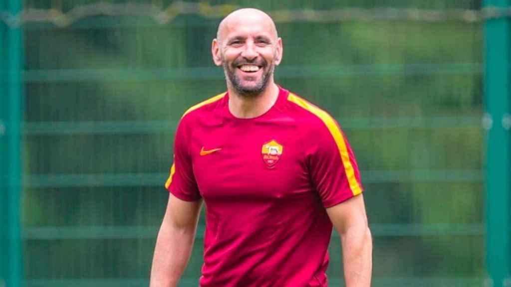 Monchi se divierte durante un entrenamiento de la Roma. Foto Instagram (@leonsfdo)