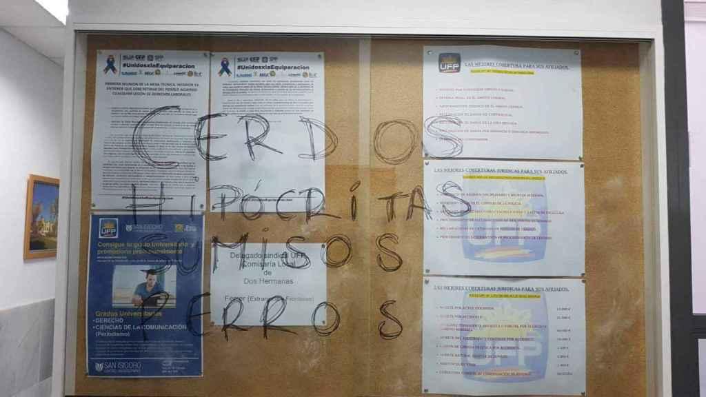Pintadas insultantes en una comisaría de Policía Nacional contra los sindicatos