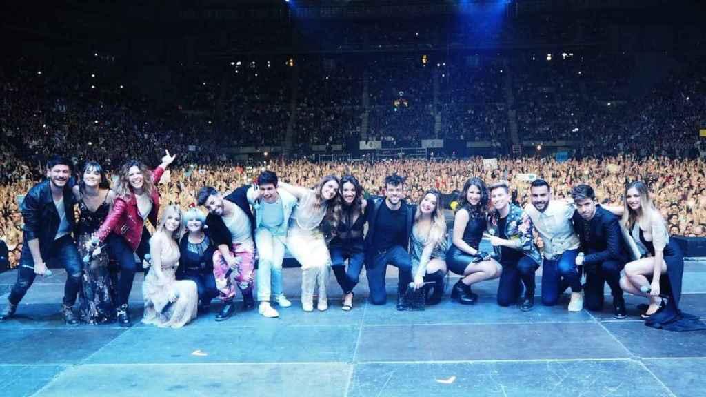 Los 16 concursantes sobre el escenario del Palau Sant Jordi.