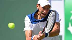 Djokovic, golpeando un revés ante Daniel en Indian Wells.