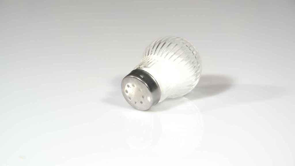 La OMS recomienda no tomar más de 2000 miligramos de sodio al día.