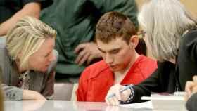 Sobre nikolas Cruz pesan 34 cargos criminales, incluidos 17 por asesinato en primer grado.