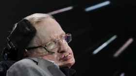 Stephen Hawking en 2016 durante la presentación del proyecto 'Breakthrough Starshot', que pretende llegar a Apha Centaury.