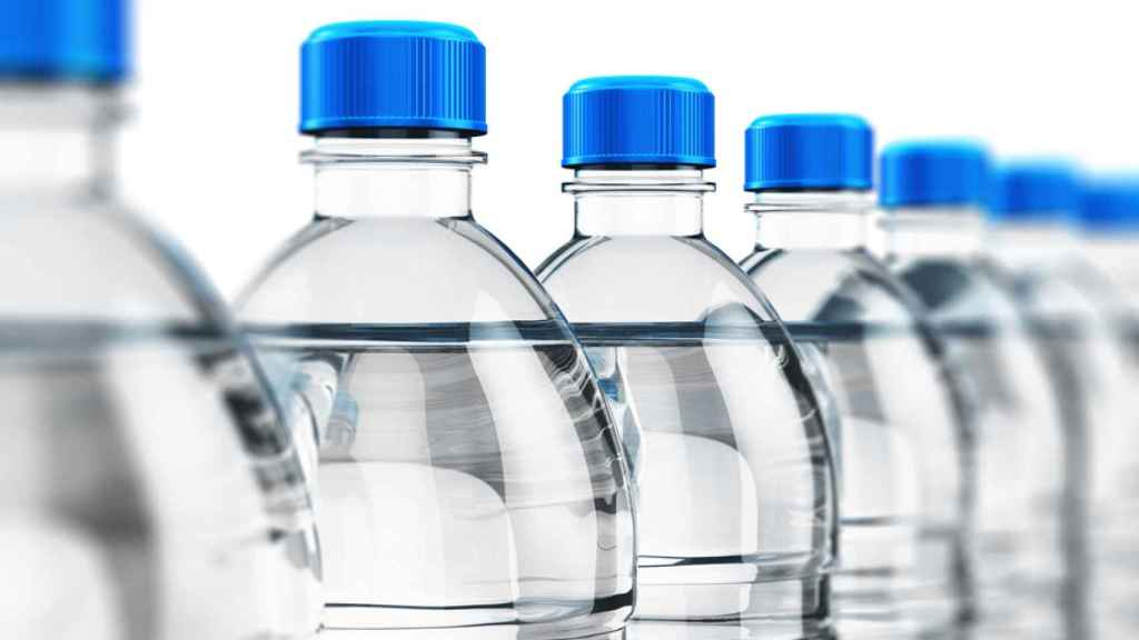 Botellas de agua mineral.