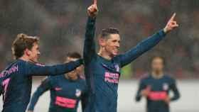Fernando Torres celebra un gol con el Atlético.