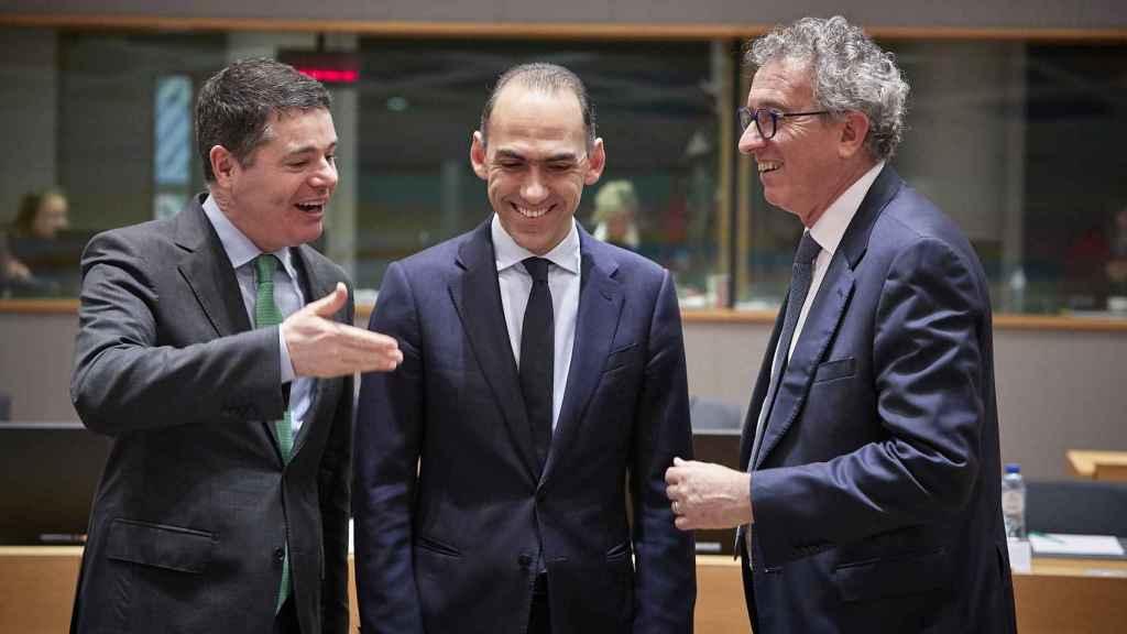 Los ministros de Finanzas de Irlanda, Paschal Donohoe; Chipre, Charis Georgiades; y Luxemburgo, Pierre Gramegna