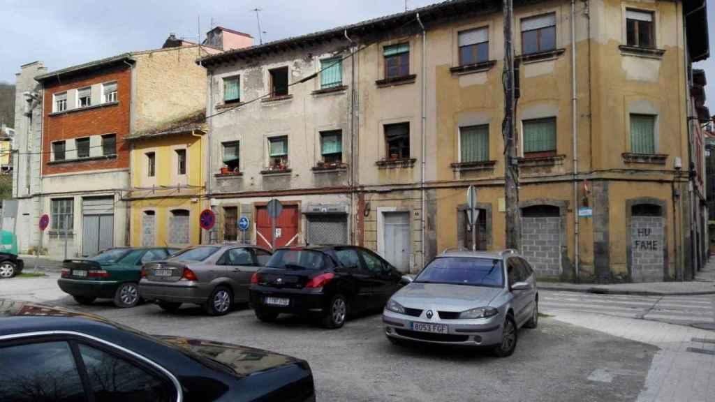 Una manzana entera de edificios abandonados en Langreo