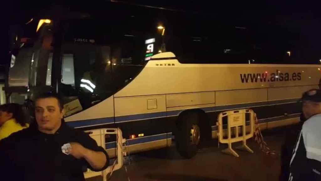 Uber provoca la guerra entre el taxi y el bus: Alsa se defiende de los ataques