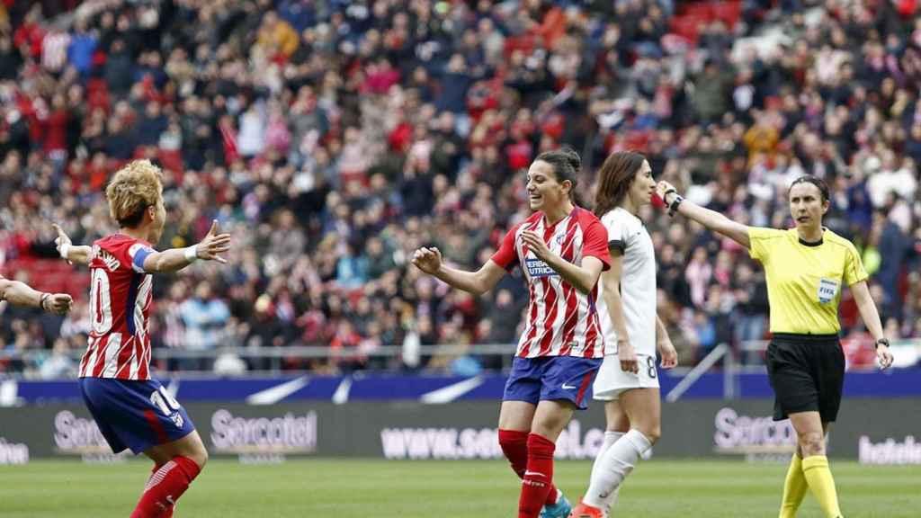 Las jugadoras del Atlético celebran el 1-0.