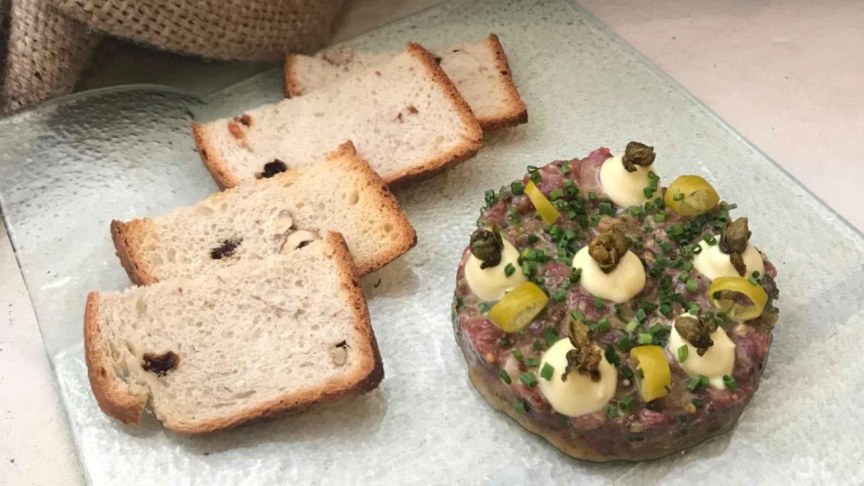 Steak tartar de pato estilo Robin Food, con alcaparras fritas y mayo japo copia