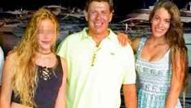 Juan Carlos Quer, con sus dos hijas, Diana y Valeria.