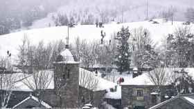 Un pueblo gallego cubierto por la nieve.