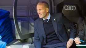 Zidane, en el banquillo. Foto: Pedro Rodríguez / El Bernabéu