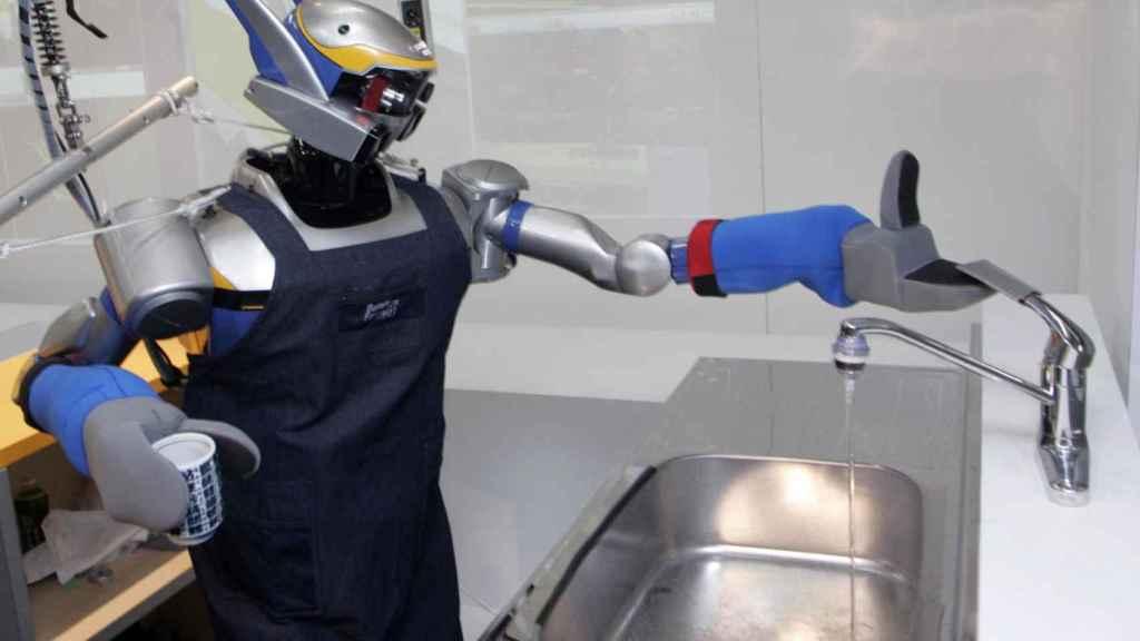 robot friegaplatos