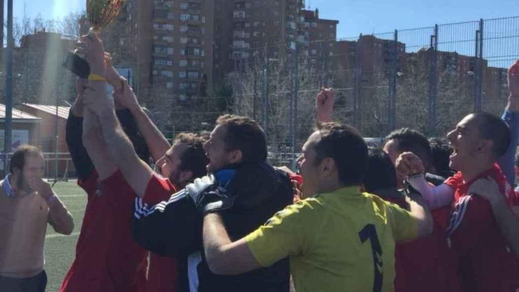 Radio Marca celebra el título de la liga de medios.