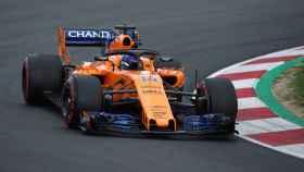Fernando Alonso rueda con su nuevo McLaren con motor Renault.