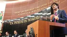 El editor de la revista Wired, Nicholas Thompson, en el Senado de México.
