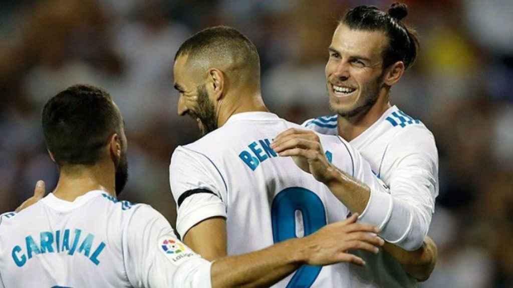 Bale, Benzema y Carvajal celebran un gol en Riazor